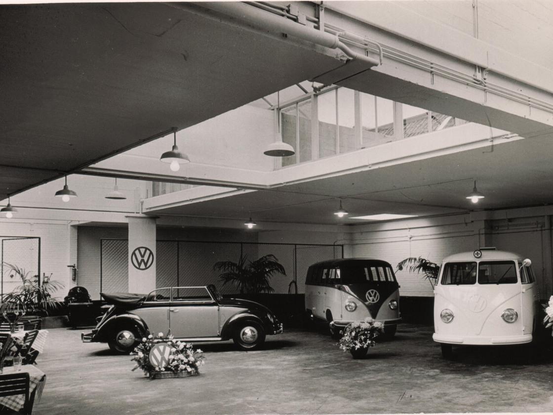 foto 04 opening Schuitendiep wpl als showroom 10-5-1952