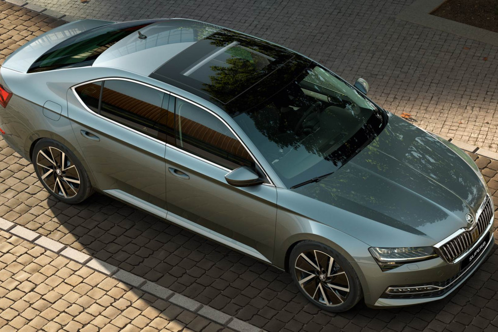 https://amvsekofyo.cloudimg.io/crop/980x653/n/https://s3.eu-central-1.amazonaws.com/century-nl/02/201909-skoda-superb-hatchback-14.jpg?v=1-0